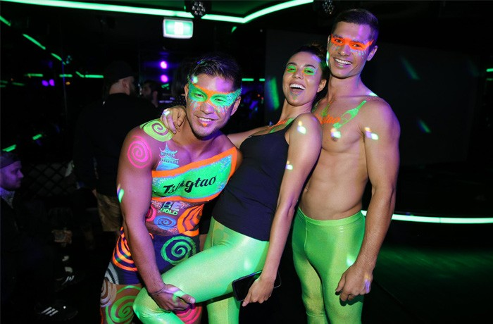 The Tsingtao Be Bold painted promo team prowled the party and took selfies with guests.