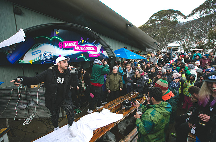 2d-umm-ultimate-ears-ue-winter-slider-thredbo-bar-signage-design