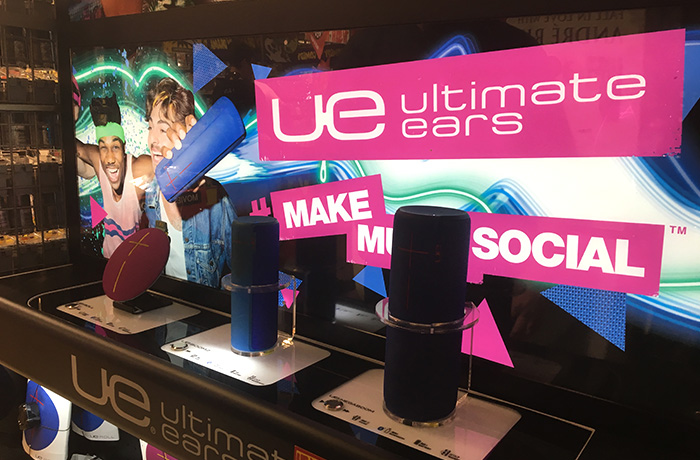 2f-umm-ultimate-ears-ue-winter-slider-in-store-signage